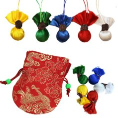 Yang Dzay külluse rilbus-kuulikesed, punases kotikesese