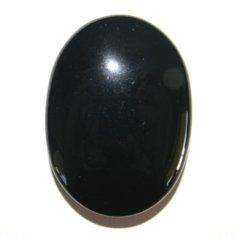 Mustast obsidiaanist tervenduskivi