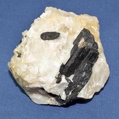Must turmaliin kvartsis 004