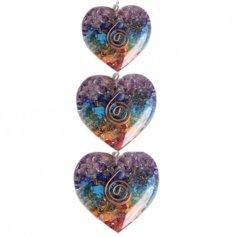 Erivärviliste kristallidega südamekujuline orgon-ripats (1 tk)